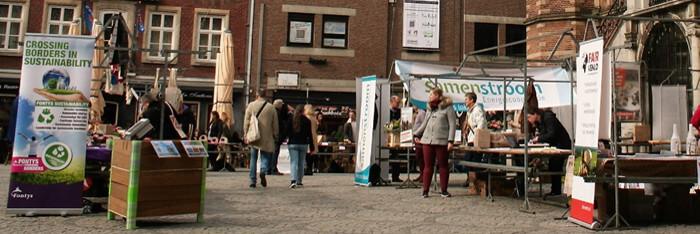 Duurzaamheidsmarkt bij stadhuis en lustrum viering Venlo Fairtrade Gemeente